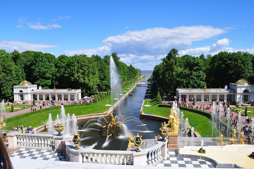 Schloss-petershof-russisches-versailles